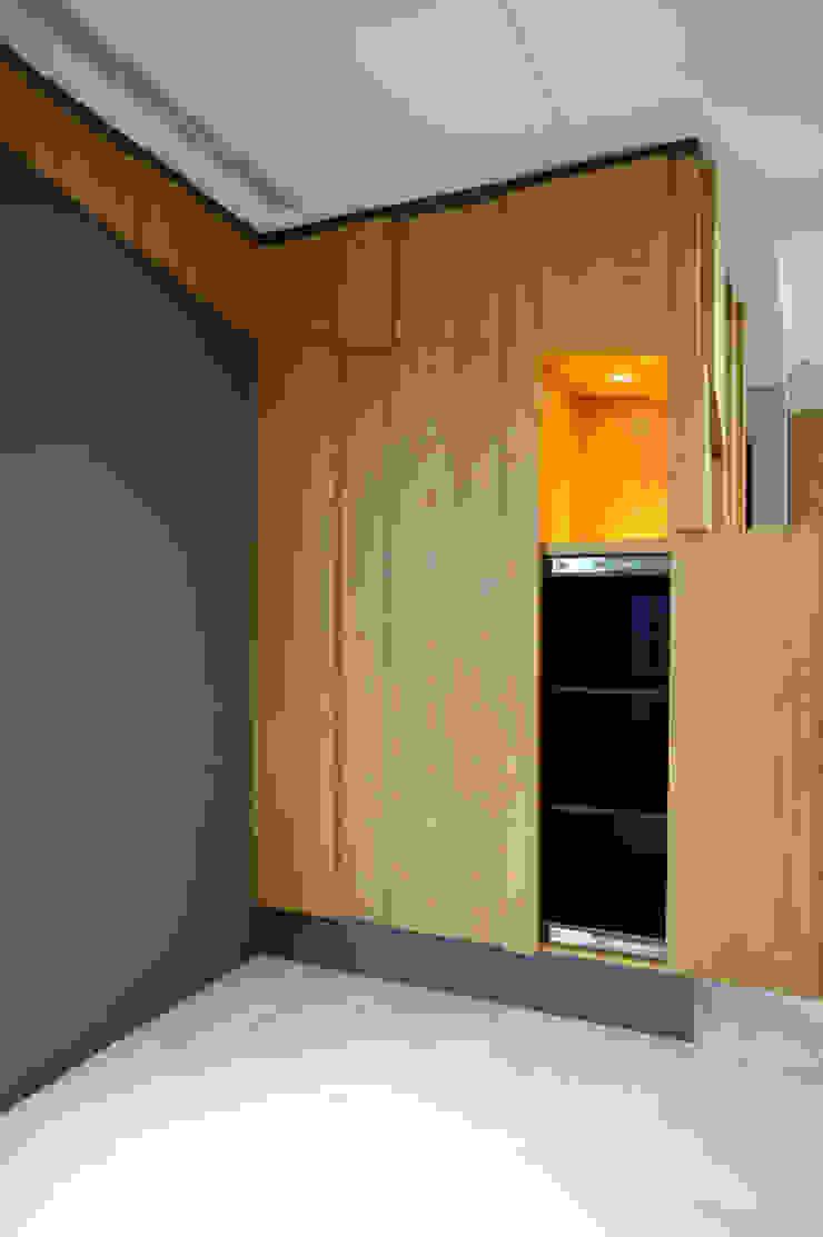 全室案例-基隆市楊宅 現代風玄關、走廊與階梯 根據 ISQ 質の木系統家具 現代風