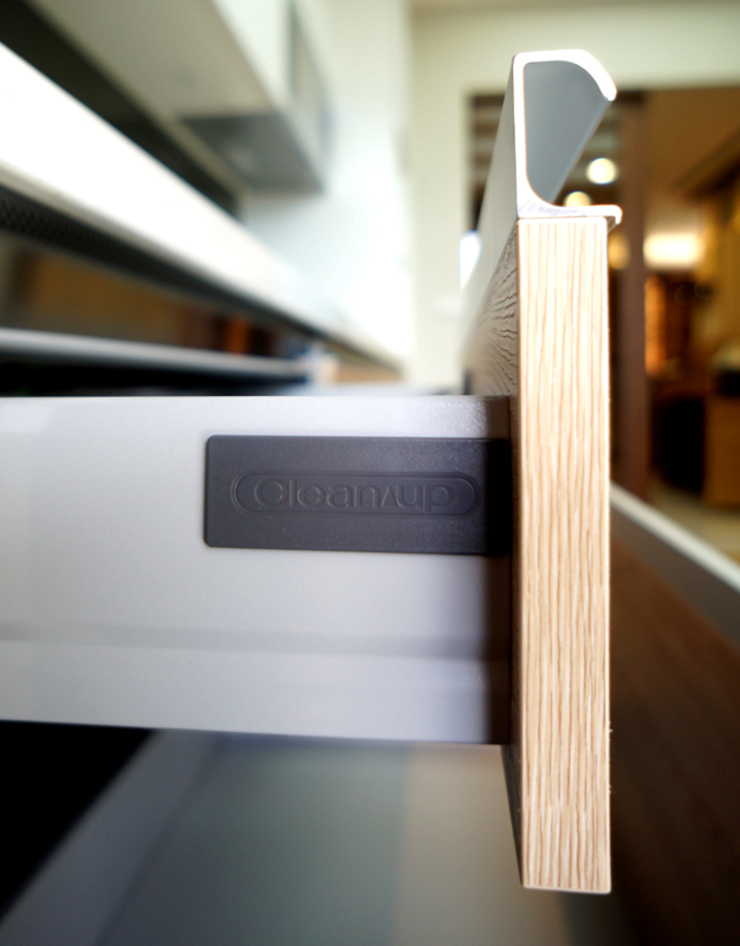 全室案例-基隆市楊宅 現代廚房設計點子、靈感&圖片 根據 ISQ 質の木系統家具 現代風