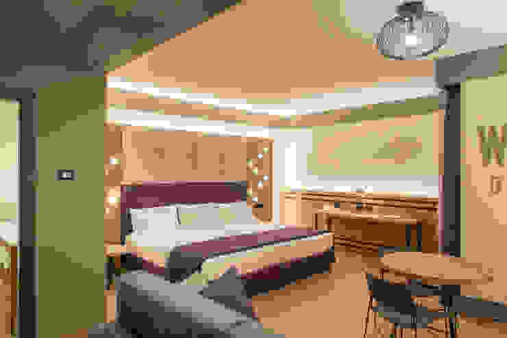 Camera Hotel Fab Arredamenti su Misura Camera da lettoLetti e testate Legno Viola/Ciclamino