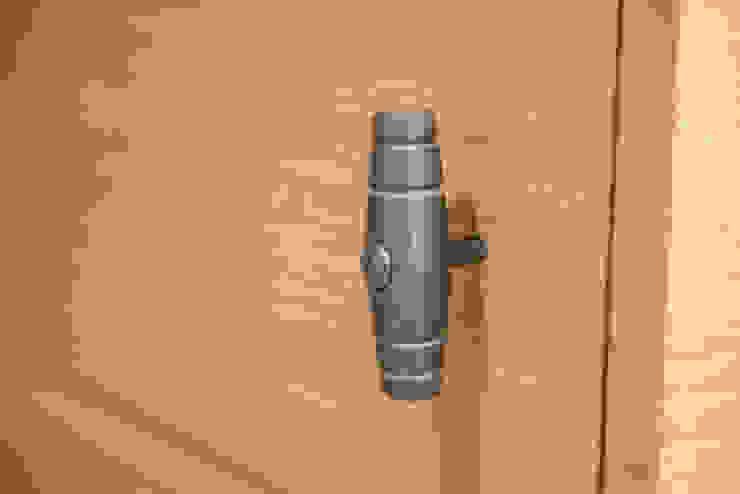 Particolare maniglia armadio guardaroba Fab Arredamenti su Misura Camera da lettoArmadi & Cassettiere Legno Effetto legno