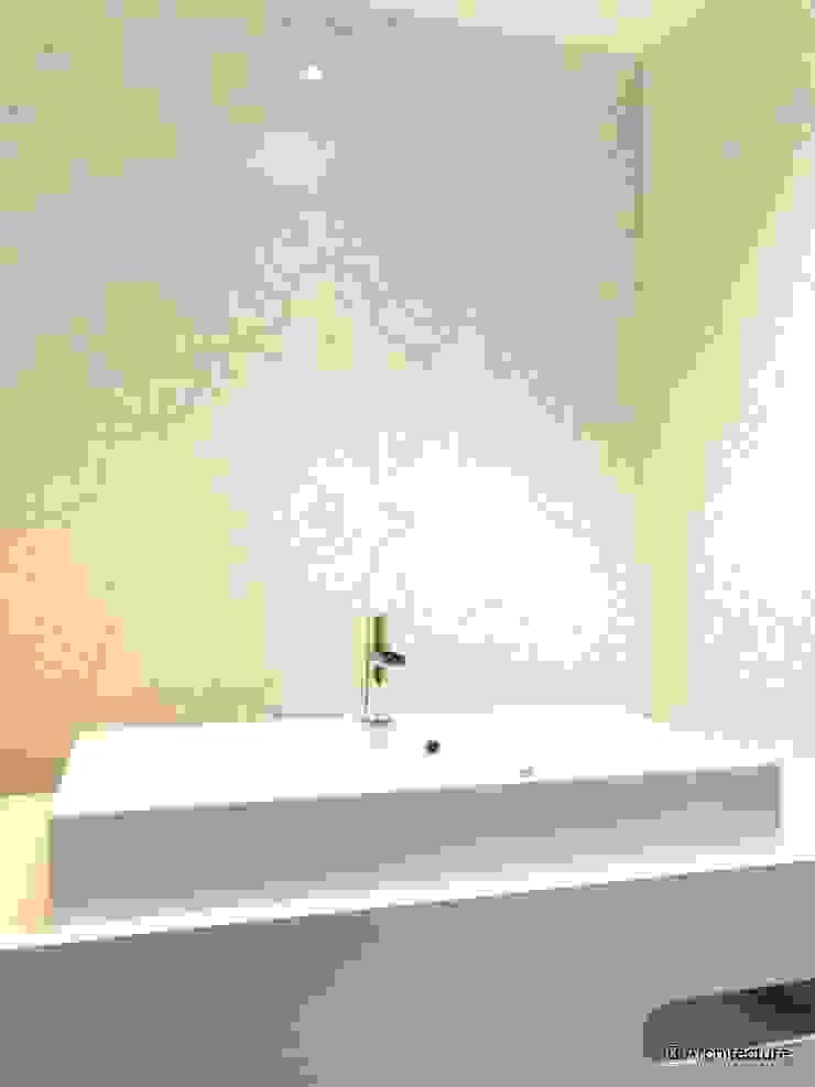 3B Architecture Baños de estilo moderno Cerámico Blanco