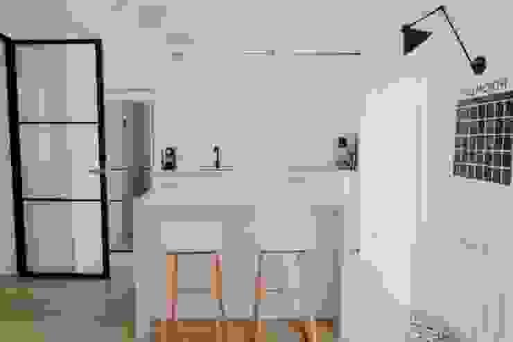 Comodoos Interiores Scandinavian style kitchen White