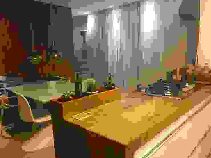 Cozinha Integrada - Madeira de demolição por Alline Távora Arquitetura