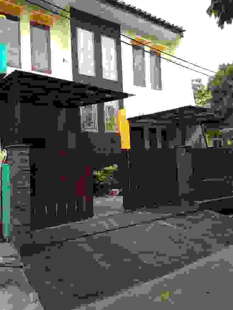 tropical  by Rumah Desain Tropis, Tropical