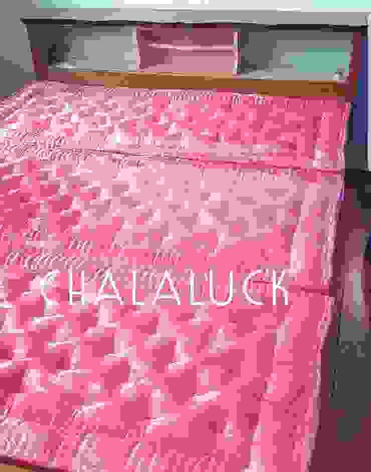 ที่นอนพับได้ 5ฟุต หนา 4นิ้ว queen size organic thai futon: ทันสมัย  โดย chalaluck, โมเดิร์น