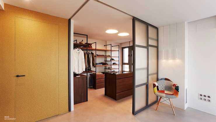 Modern dressing room by Ideas Interiorismo Exclusivo, SLU Modern