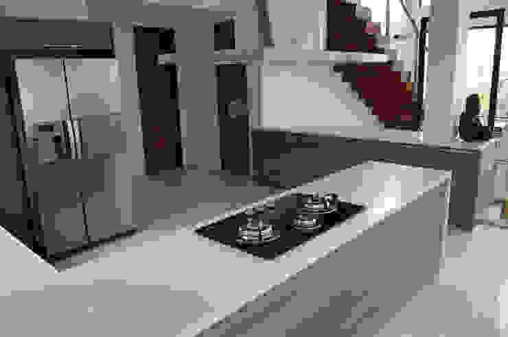 Modular Kitchen - Tagaytay City by Stak Modern Kitchens Modern