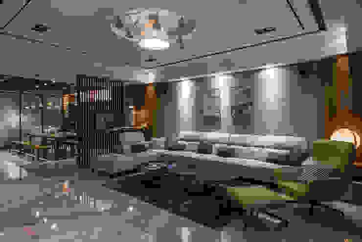 天冠金工美學館 现代客厅設計點子、靈感 & 圖片 根據 SING萬寶隆空間設計 現代風