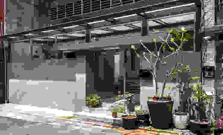 outer wall and entrance 根據 湜湜空間設計 現代風 水泥