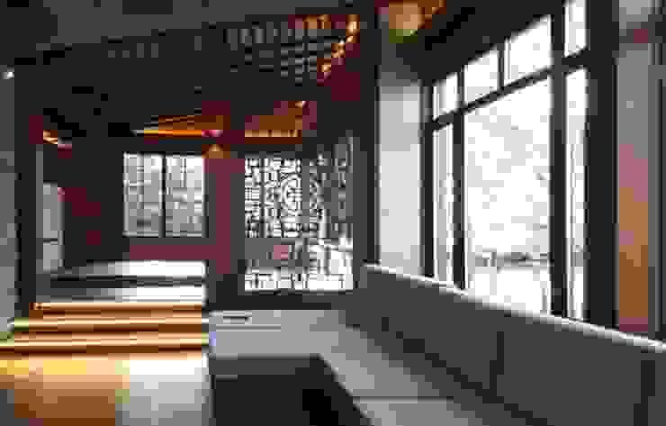 Casa de vacaciones y Spa en estilo japonés Salas de estilo asiático de Studio B&L Asiático Compuestos de madera y plástico