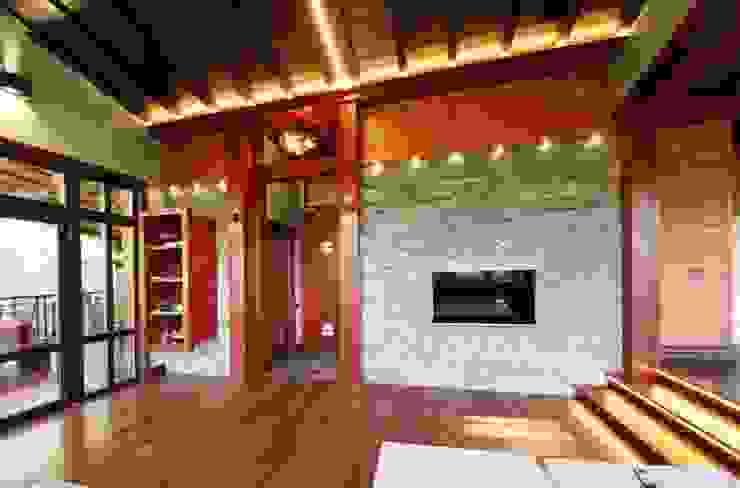 Casa de vacaciones y Spa en estilo japonés Salas de estilo asiático de Studio B&L Asiático Mármol