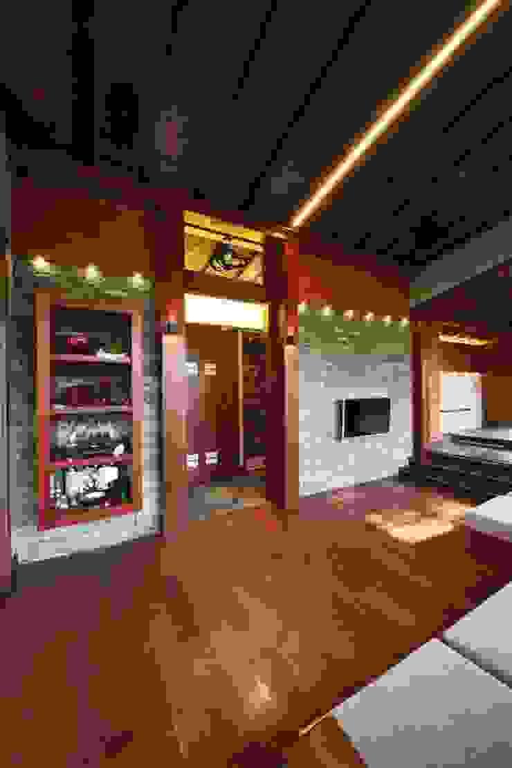 Casa de vacaciones y Spa en estilo japonés Salas de estilo asiático de Studio B&L Asiático Madera maciza Multicolor