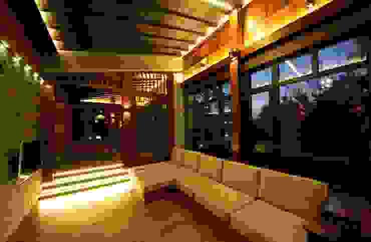 Casa de vacaciones y Spa en estilo japonés Salas de estilo asiático de Studio B&L Asiático Madera Acabado en madera