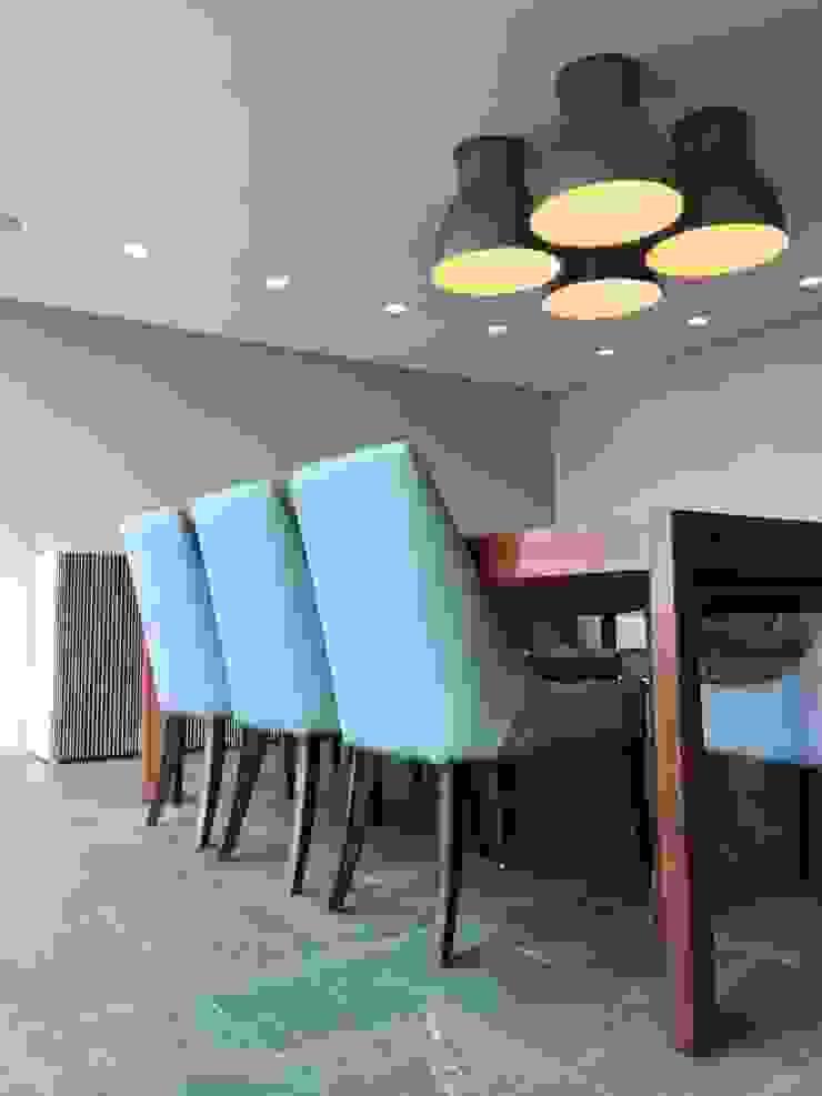 proyecto en San Roman, Caracas de THE muebles Moderno