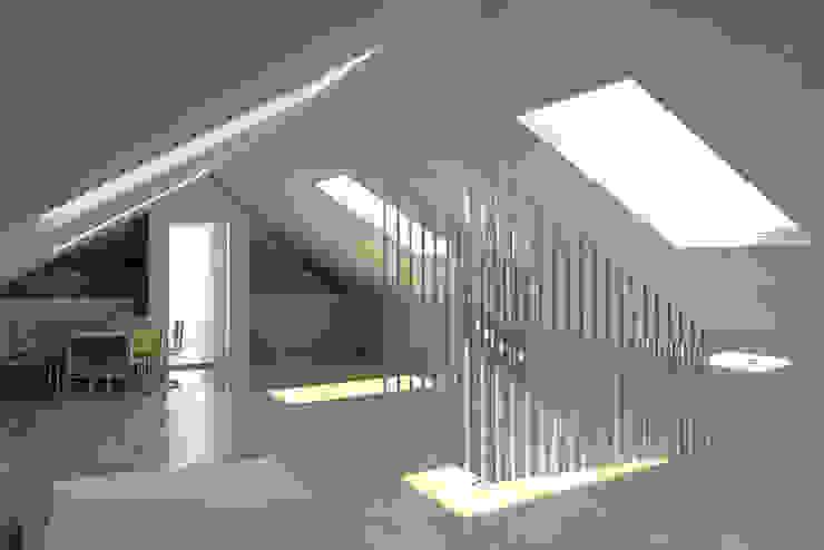 Minimalistische Arbeitszimmer von darq - arquitectura, design, 3D Minimalistisch