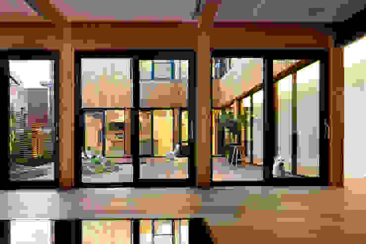 운중동 주택 아시아스타일 거실 by 건축사사무소 ids 한옥