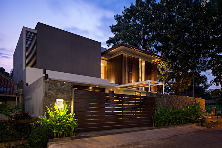 Nakula House:  Rumah tinggal  by BAMA