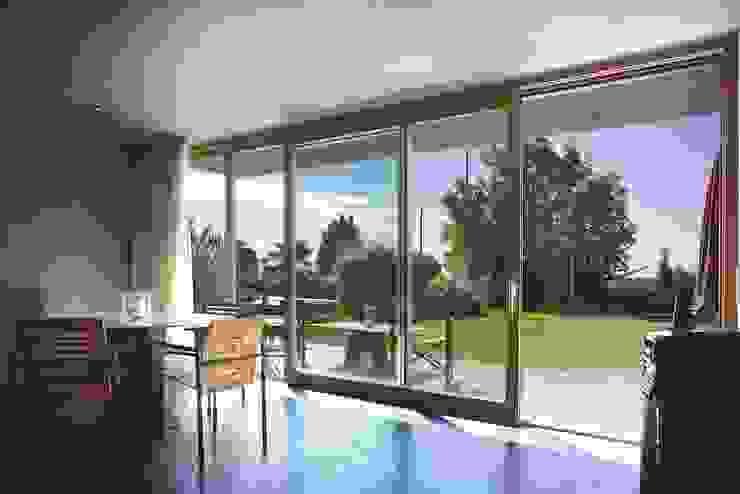 Puertas y ventanas de estilo moderno de Kneer GmbH, Fenster und Türen Moderno