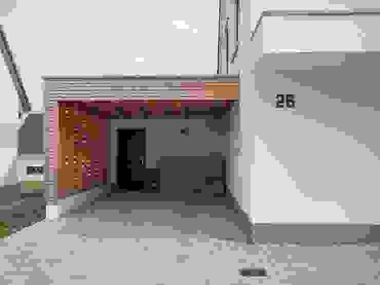 Massivholzhaus in Weimar von Herrmann Massivholzhaus GmbH Modern Massivholz Mehrfarbig