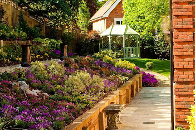 Colonial style garden by ONLYWOOD Colonial Wood Wood effect