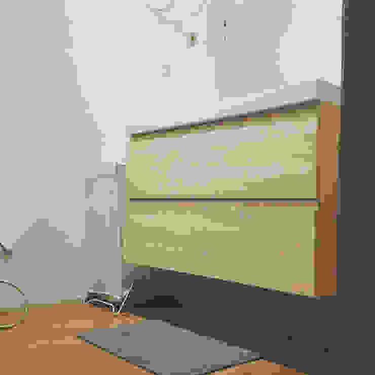 Modern bathroom by Maria Eduarda Reis Interiores Modern Wood-Plastic Composite