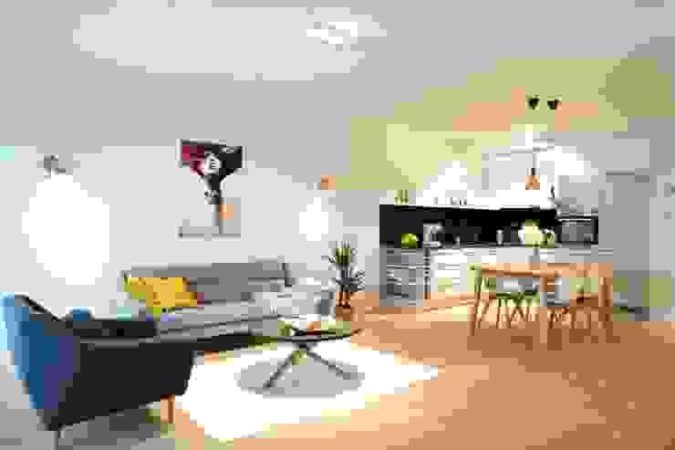 Offenes Wohnzimmer mit Essbereich skandinavisch:  Wohnzimmer von Baltic Design Shop,