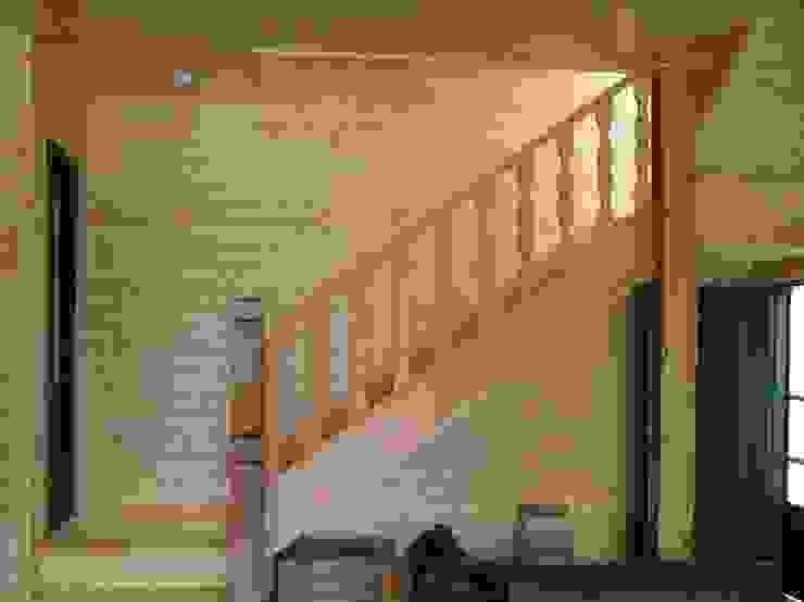 日式木屋別墅樓梯 根據 地興木屋有限公司 日式風、東方風