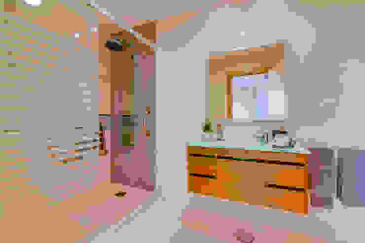 Ivo Santos Multimédia Mediterranean style bathrooms