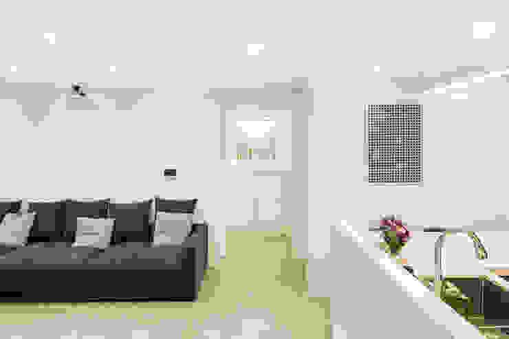 Modern living room by 봄디자인 Modern