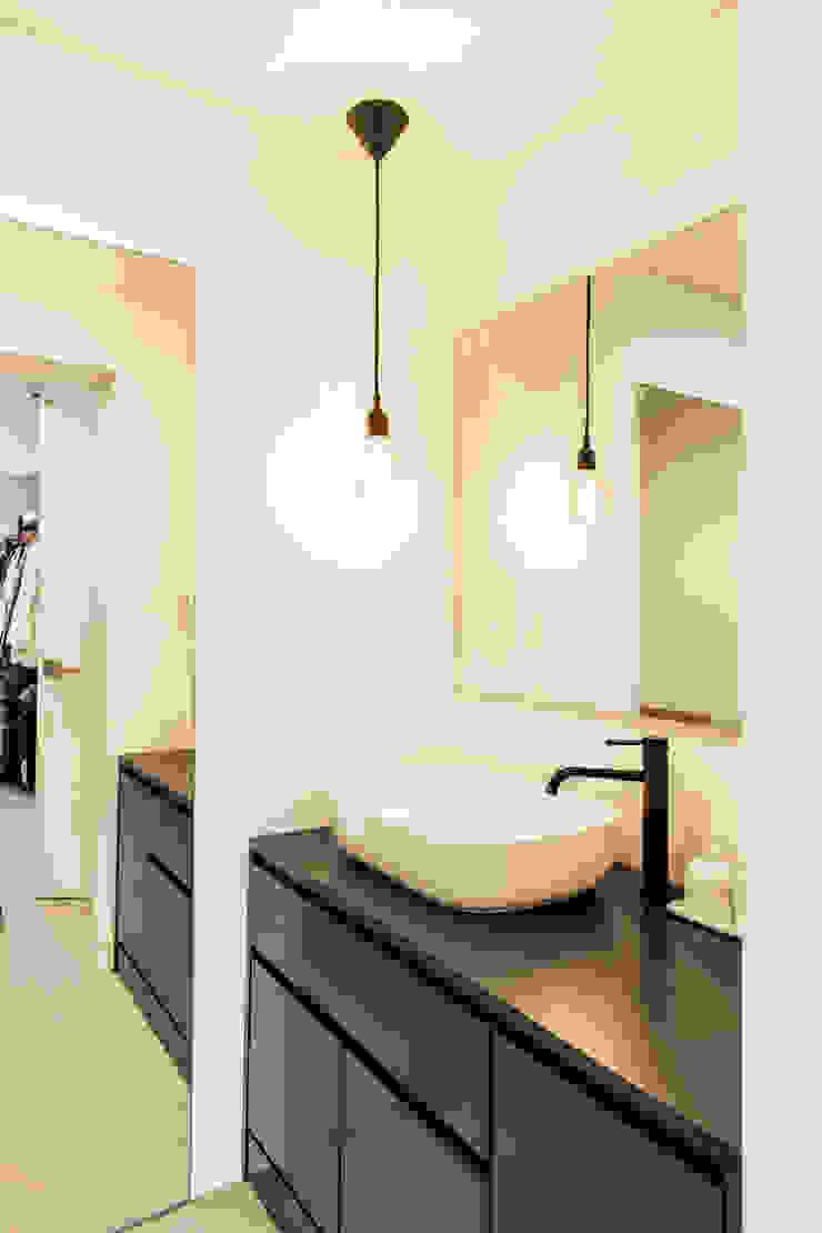 Modern bathroom by 봄디자인 Modern