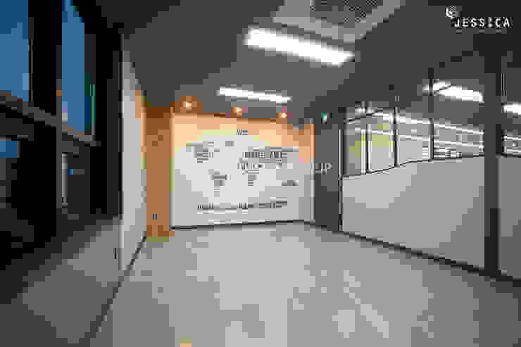 Edifícios comerciais modernos por 제시카디자인그룹 Moderno