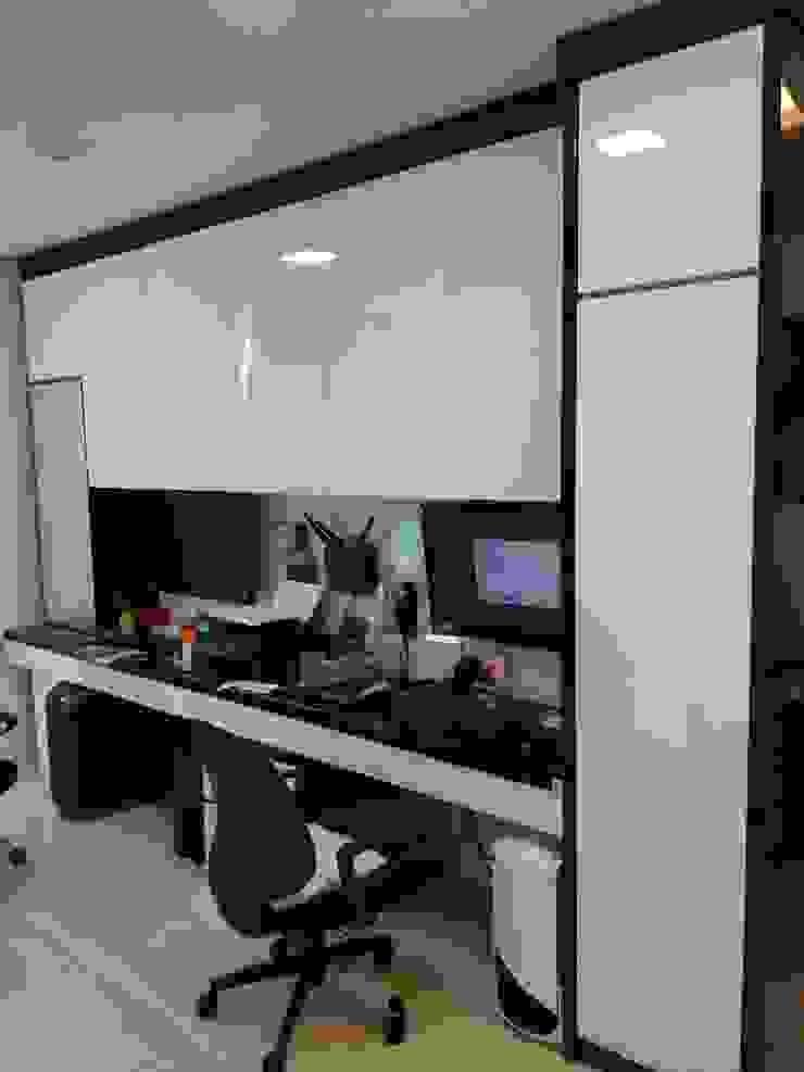 Apartment Mr. Nicholas Ruang Studi/Kantor Modern Oleh Elora Desain Modern
