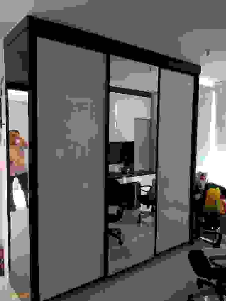 Apartment Mr. Nicholas Ruang Ganti Modern Oleh Elora Desain Modern