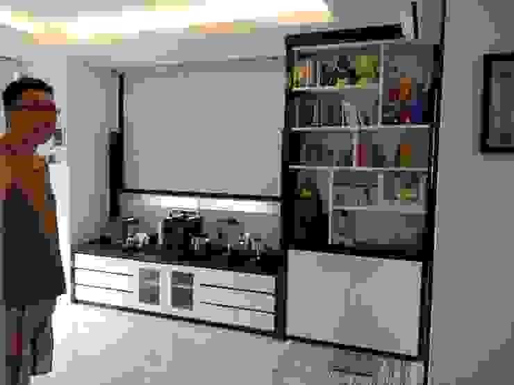 Apartment Mr. Nicholas Ruang Keluarga Modern Oleh Elora Desain Modern