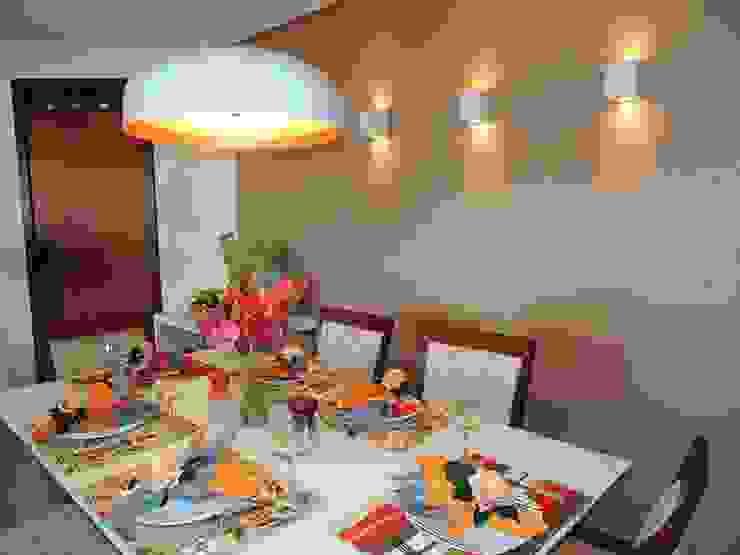 APARTAMENTO MAR DO CARIBE Salas de jantar modernas por Estúdio_2M Moderno Madeira Efeito de madeira