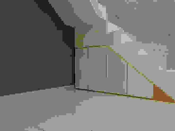 Sunter Resident Mr. Donny Koridor & Tangga Modern Oleh Elora Desain Modern
