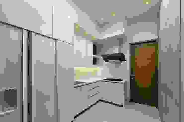Sunter Resident Mr. Donny :  Dapur by Elora Desain
