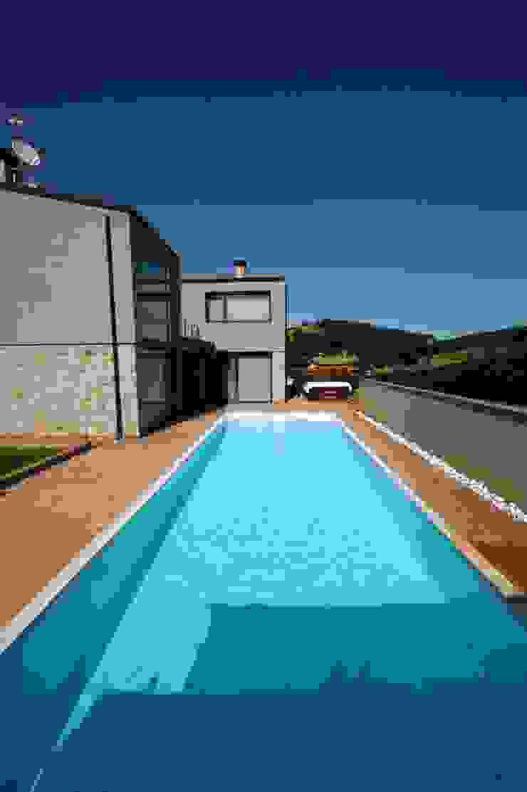 Villa unifamiliare con piscina a Foligno (PG) Piscina moderna di Fabricamus - Architettura e Ingegneria Moderno