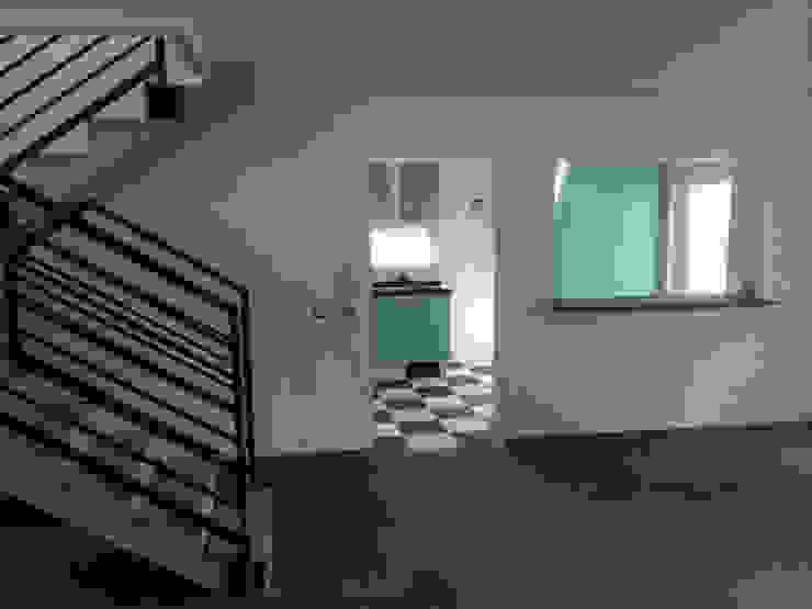 128_CasaVirgo_Vivienda Livings de estilo moderno de Rakau Construcción + Arquitectura Moderno Pizarra