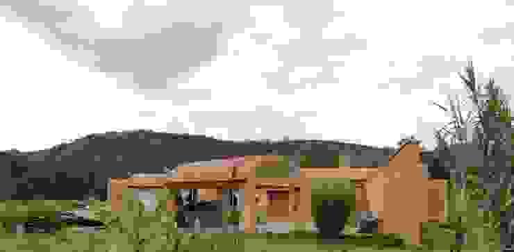 Casa de recreo de Polanco Bernal Arquitectos Rústico