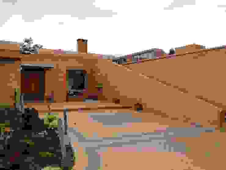 Casa de recreo Balcones y terrazas de estilo rústico de Polanco Bernal Arquitectos Rústico