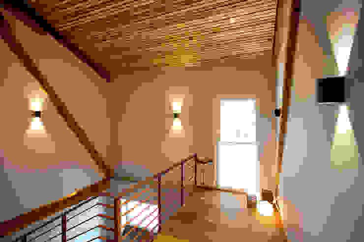 Pasillos, vestíbulos y escaleras de estilo rural de Klaus Geyer Elektrotechnik Rural