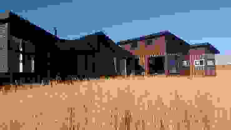 FACHADA Casas estilo moderno: ideas, arquitectura e imágenes de BE ARQUITECTOS Moderno