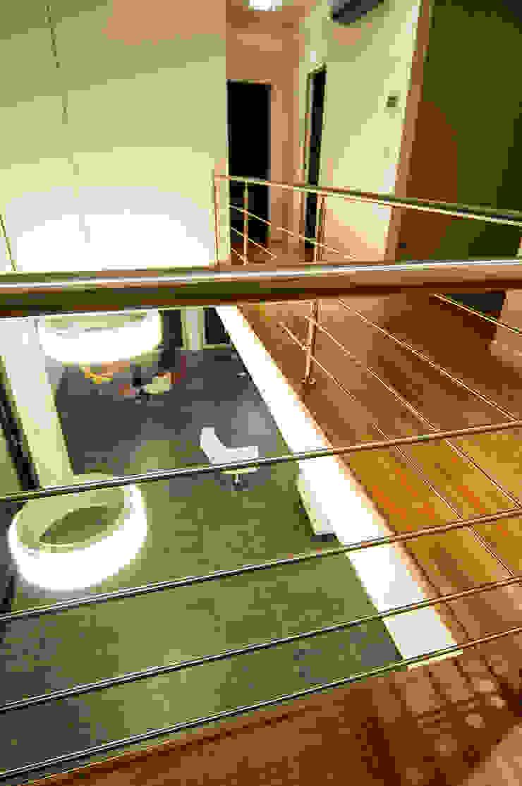 Nowoczesny korytarz, przedpokój i schody od Fabricamus - Architettura e Ingegneria Nowoczesny