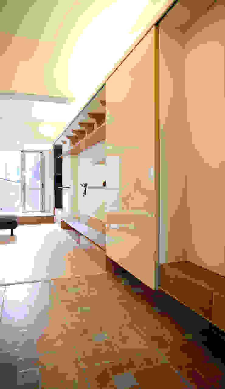 玄關 隨意取材風玄關、階梯與走廊 根據 王采元工作室 隨意取材風