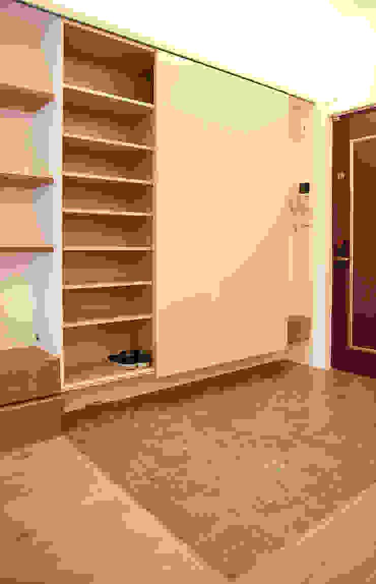 充足的收納 隨意取材風玄關、階梯與走廊 根據 王采元工作室 隨意取材風