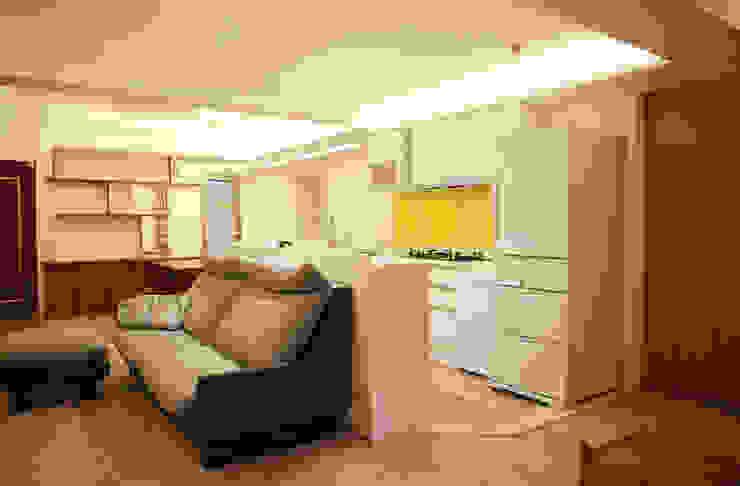 開放式廚房 根據 王采元工作室 隨意取材風