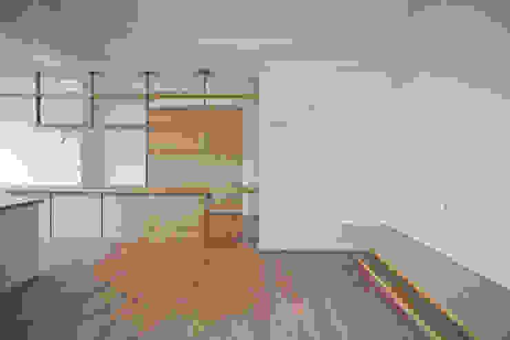 客廳 现代客厅設計點子、靈感 & 圖片 根據 王采元工作室 現代風