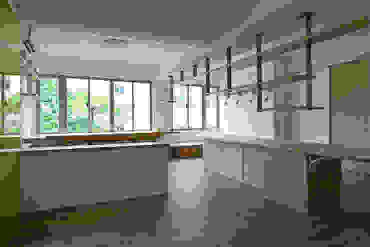 餐桌與主書架 根據 王采元工作室 現代風