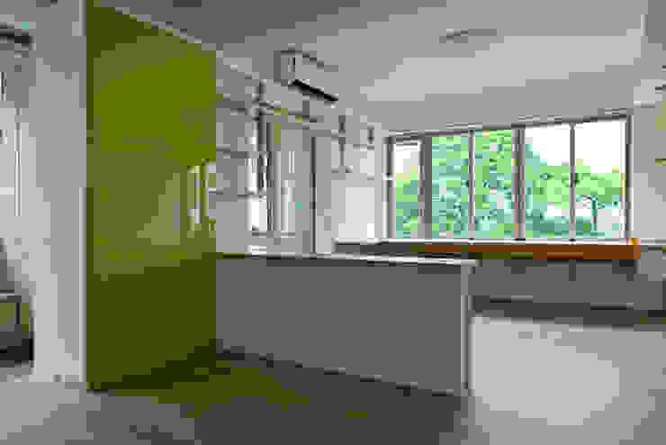 客聽 现代客厅設計點子、靈感 & 圖片 根據 王采元工作室 現代風